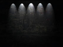 Quarto escuro com projectores Fotografia de Stock Royalty Free