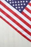 Quarto felice della bandiera luglio di U.S.A. sulla Tabella di legno bianca Fotografia Stock Libera da Diritti