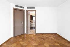 Quarto vazio com duas portas Foto de Stock Royalty Free