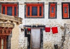 Quartos das monges em Diskit Gompa imagem de stock