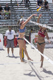 QUARTU S Ε , ΙΤΑΛΙΑ - 7 Ιουνίου 2014: Ευρωπαϊκή πετοσφαίριση 2014 παραλιών - πρωταθλήματα των γυναικών - παραλία Poetto - Σαρδηνί Στοκ φωτογραφία με δικαίωμα ελεύθερης χρήσης