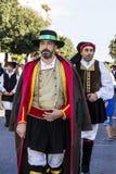 QUARTU S e 意大利- 2016年9月17日:撒丁岛服装和浮游物游行葡萄节日的以纪念celebratio 库存图片