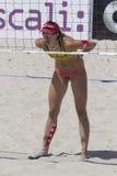 QUARTU S e , ITÁLIA - 7 de junho de 2014 2014: Voleibol de praia europeu 2014 - o competiam das mulheres - praias de Poetto - Sar Fotos de Stock