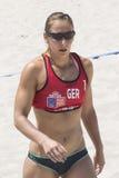 QUARTU S e , ITÁLIA - 7 de junho de 2014: Voleibol de praia europeu 2014 - o competiam das mulheres - praias de Poetto - Sardinia Imagens de Stock