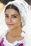 QUARTU S e , ITÁLIA - 21 de setembro de 2014: Parada de trajes sardos e de flutuadores para o festival da uva em honra do celebra Imagens de Stock