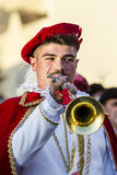 QUARTU S e , ITALIË - Juli 15, 2016: 30 ^ Sciampitta - Internationaal Folklorefestival - Slagwerkers en trompetters van Oristano  Royalty-vrije Stock Afbeeldingen