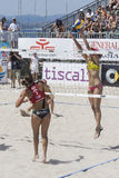 QUARTU S e , ITALIË - Juni 7, 2014: Europees Strandvolleyball 2014 - de toernooien van vrouwen - Poetto-strand - Sardinige Stock Afbeelding