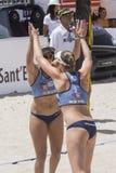 QUARTU S e , ITALIË - Juni 2014, 7: Europees Strandvolleyball 2014 - de toernooien van vrouwen - Poetto-strand - Sardinige - Stock Afbeeldingen