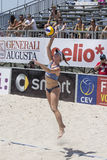 QUARTU S E , l'ITALIA - 7 giugno 2014: Beach volley europeo 2014 - il torneo delle donne - spiagge di Poetto - Sardegna Fotografie Stock Libere da Diritti