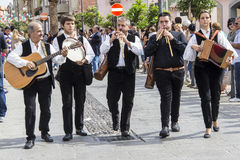 QUARTU S E , l'ITALIE - 15 septembre 2013 : Festival du vin, en l'honneur de la célébration de la Ste.Hélène - la Sardaigne Photo stock