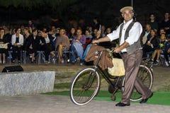 QUARTU S e , WŁOCHY, Wrzesień - 20, 2015: W ten sposób ubierający w Quartu Sardinia - parada kostiumy i abbigliiamento okres - Obraz Royalty Free