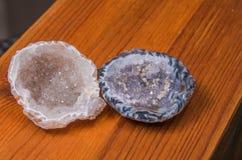 Quarz-Achat geschnitten in halbes natürliches Stockfoto