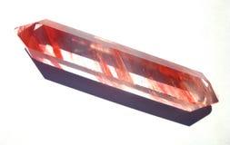 Quarzo Crystal Gemstone Trasparente con le strisce rosse immagine stock libera da diritti
