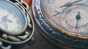Quarzo ed orologi meccanici video d archivio