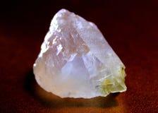 Quarzo minerale di bianco della pietra preziosa Immagini Stock Libere da Diritti