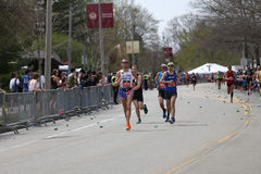 Quase 30000 corredores participaram na maratona de Boston o 17 de abril de 2017 em Boston Foto de Stock