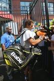 Quatorze campeões Rafael Nadal do grand slam das épocas de autógrafos de assinatura da Espanha após a prática para o US Open 2015 fotografia de stock royalty free