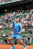 Quatorze campeões Rafael Nadal do grand slam das épocas durante seu segundo fósforo do círculo em Roland Garros 2015 Imagem de Stock Royalty Free