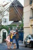 Quatre amis à Paris ensemble Photos stock