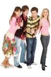 Quatre amis affichent NORMALEMENT Photographie stock libre de droits
