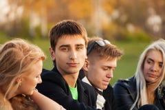 Quatre amis après des classes Photos libres de droits