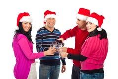 Quatre amis célèbrent la nuit de Noël Image libre de droits