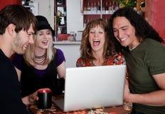 Quatre amis dans un café Photo libre de droits