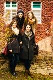 Quatre belles jeunes femmes Images libres de droits