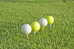 Quatre billes de golf. Photos stock