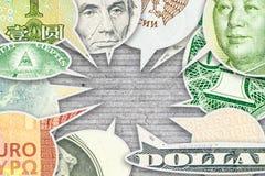 Quatre billets de banque principaux de devises du monde en collage de bulle de dialogue Image stock