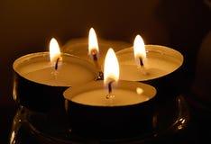 Quatre bougies brûlantes Photo stock