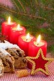 Quatre bougies rouges d'arrivée. Images libres de droits