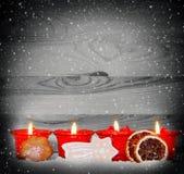 Quatre bougies rouges d'avènement Image libre de droits