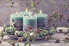 Quatre bougies vertes de Noël Photo libre de droits