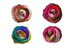 Quatre boules colorées de fil à tricoter Photographie stock libre de droits