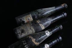 Quatre bouteilles de vin de Murfatlar très vieilles Photographie stock libre de droits