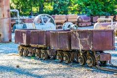 Quatre chariots de minerai d'exploitation de vintage Photographie stock libre de droits