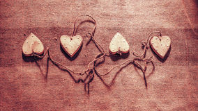 Quatre coeurs liés ainsi que la corde Photos stock