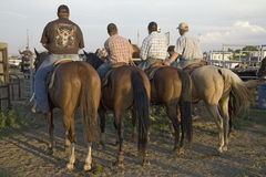 Quatre cowboys au rodéo de PRCA Image libre de droits