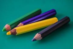 Quatre crayons colorés Images libres de droits