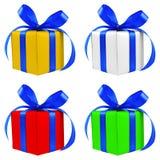 Quatre divers présents enveloppés d'argent de couleur par cadeau Photo libre de droits