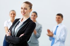 Quatre femmes d'affaires se tenant dans la rangée Photo libre de droits