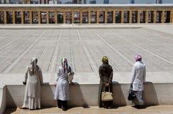 Quatre femmes musulmans dans le mausolée d'Ataturk Image stock