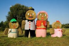 Quatre figures fabriquées à partir de des balles de paille Photos libres de droits