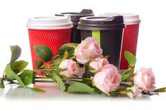 Quatre fleurs de tasses de café de carton Images stock