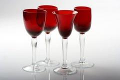 Quatre glaces de vin rouge Images stock