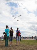 Quatre Golden Eagles acrobatiques aériens d'équipe d'hélicoptère Image stock