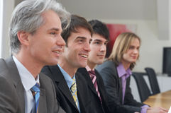 Quatre hommes lors d'une conférence Photo stock
