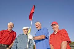 Quatre hommes restant sur le cours image libre de droits