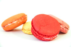 Quatre Macarons sur le fond blanc photo stock